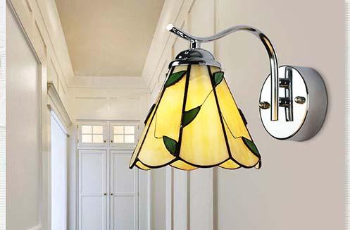 Mẫu đèn gắn tường cầu thang nào được ưa thích nhất hiện nay