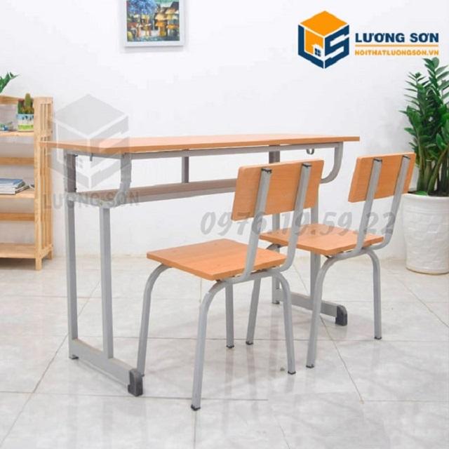 Bộ bàn 2 ghế rời thường dùng cho các trường trung học phổ thông