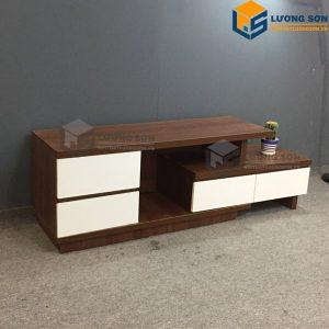 Kệ tivi gỗ công nghiệp ngày nay được các gia đình ưa chuộng hơn vì thiết kế và màu sắc đa dạng