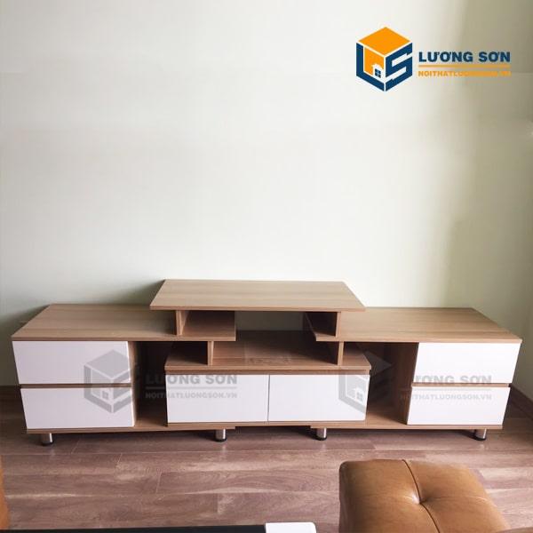 Kệ tivi bằng gỗ công nghiệp được xử lý tốt chống cong vênh và ẩm mốc